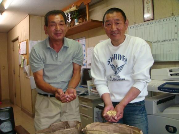 静岡産と北海道産大豆原料を受け取る