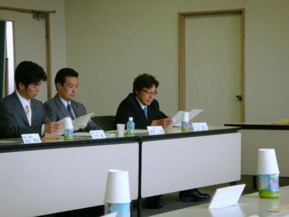 左から川口、橋本の各議員