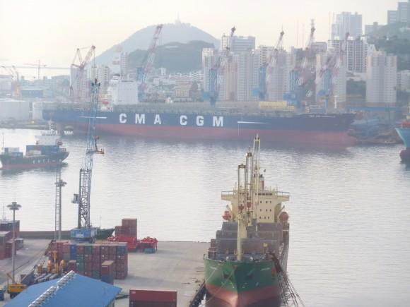窓から釜山港を臨む(3)