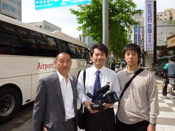 左より、佐口、三浦、ヨンチョル氏