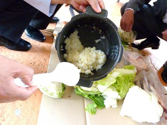 米や鶏の骨、魚、野菜など