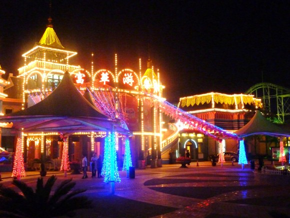 オールLED照明で電飾されたテーマパーク