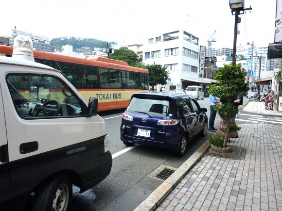 熱海渚町付近で車とバイクの接触事故もけが人なし