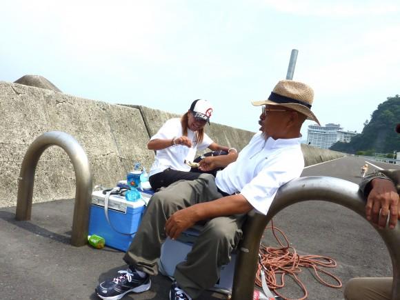 熱海観光港釣り場付近で獲れた岩牡蠣