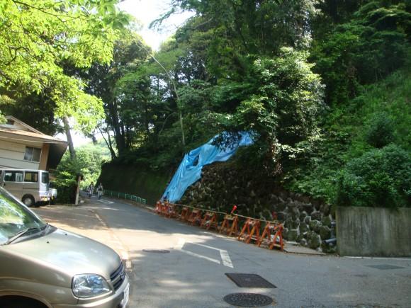 来宮神社参拝客や小学校児童の通学路