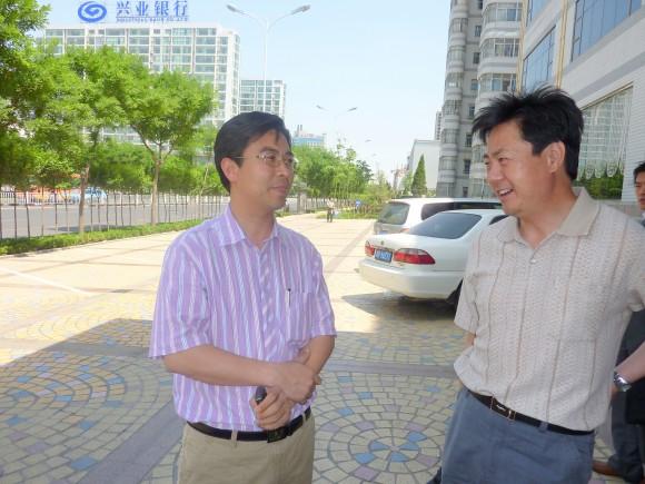 黄敬文氏と王有声日本語学校校長