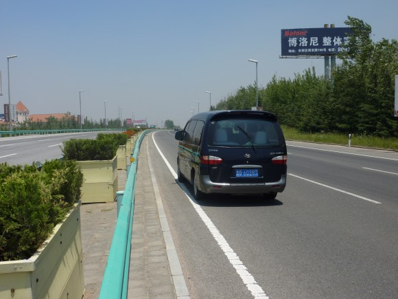 ガス欠で高速道路で立ち往生
