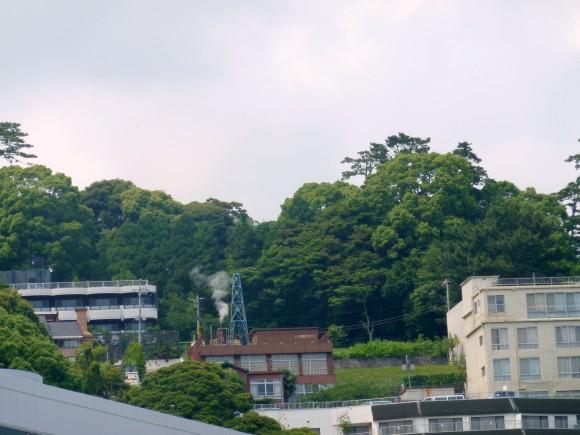 貞方邦介氏オーナーの咲見町の高台にある、湯量豊富な自噴温泉を持つホテル