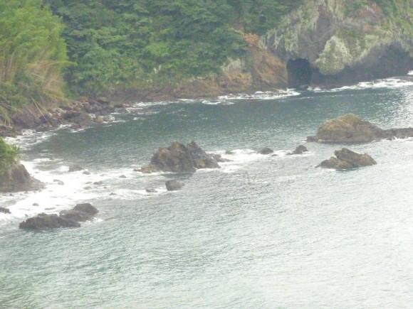 景勝なれど断崖絶壁の曽我浦