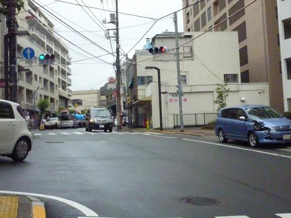 咲見町県道交差点内事故