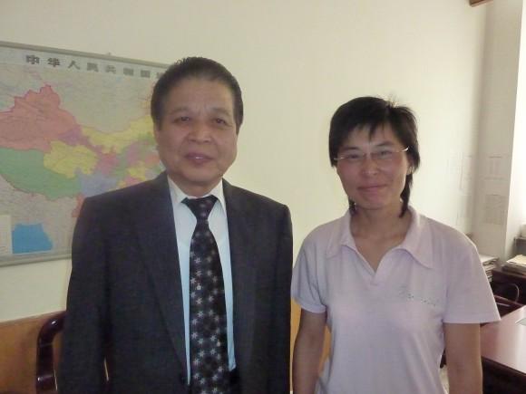 高野校長と王声性日本語学校校長夫人