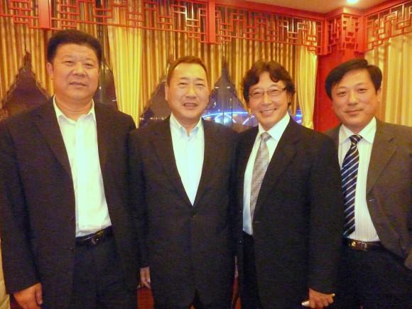 人民政府(日照市)崔秘書長(左)李薫事長(右)