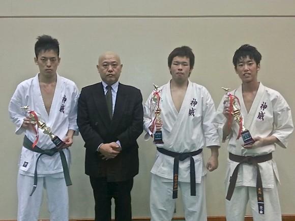 加世田氏(中央)