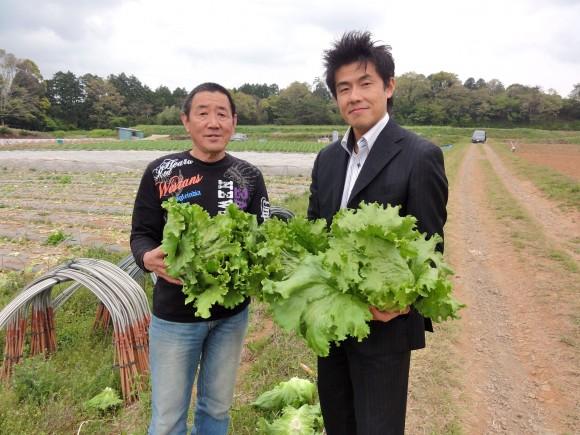 佐口農園にて。佐口氏と阪本氏